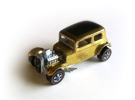 1968 Hot Wheels Redline Classic 32 Ford Vicky in Gold / Mattel