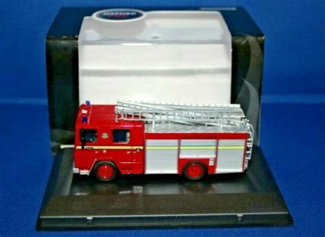 Oxford Diecast 76DN001 London FB Dennis RS Fire Engine for