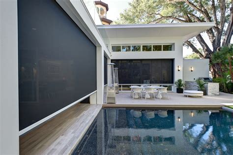 Motorized retractable screens deliver passive cooling